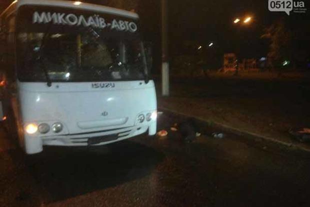 В Николаеве автобус насмерть сбил мужчину и женщину