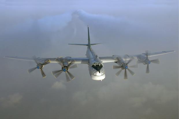 Над окупованих Донбасом зафіксували бомбардувальник