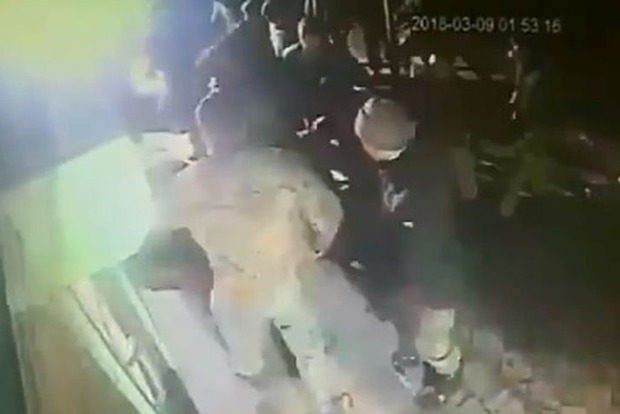 Массовая драка военных и местных жителей на Херсонщине. Появилось видео