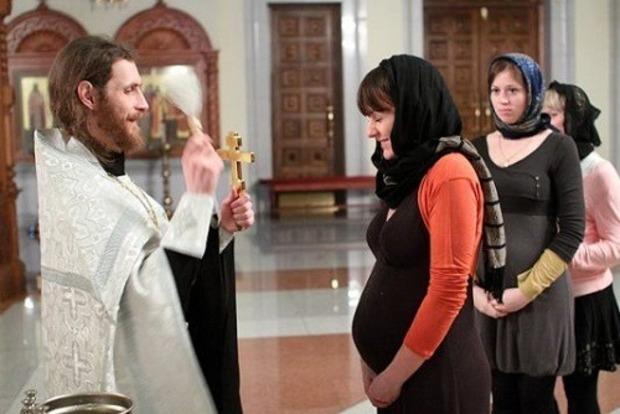 Можно ли беременным ходить в церковь и венчаться?