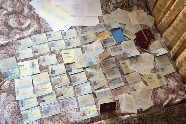 В Киеве разоблачена преступная группировка, подделывавшая документы (фото)
