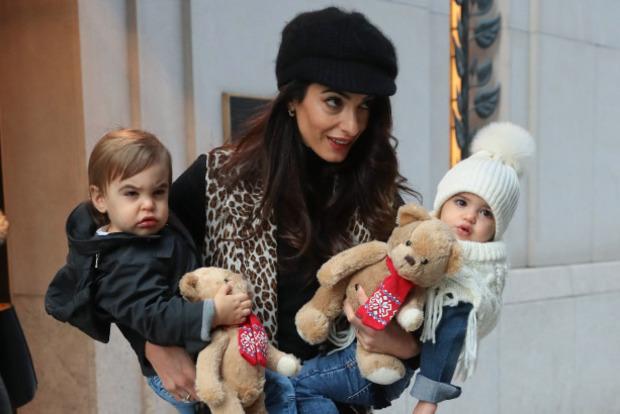 Жена Клуни показала подросших двойняшек
