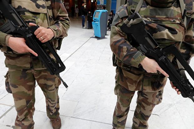 Бельгийские и французские десантники устроили дебош в ночном клубе в Африке