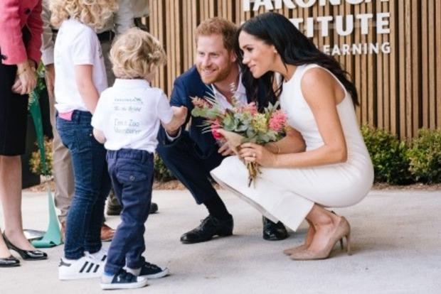 Меган, Гаррі і ма-а-аленький животик. З'явилися перші фото офіційно герцогині