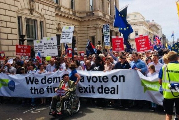 Лондон против Brexit: на улицы города вышли 100 тысяч человек