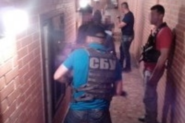 Под домом заместителя главы Николаевской области нашли сеть тоннелей, где находились сейфы со слитками золота