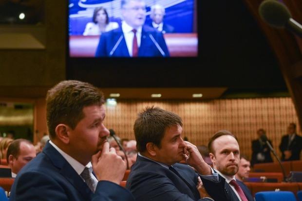 Україна гарантує право на навчання рідною мовою, але вивчення державної є обов'язковим - Порошенко
