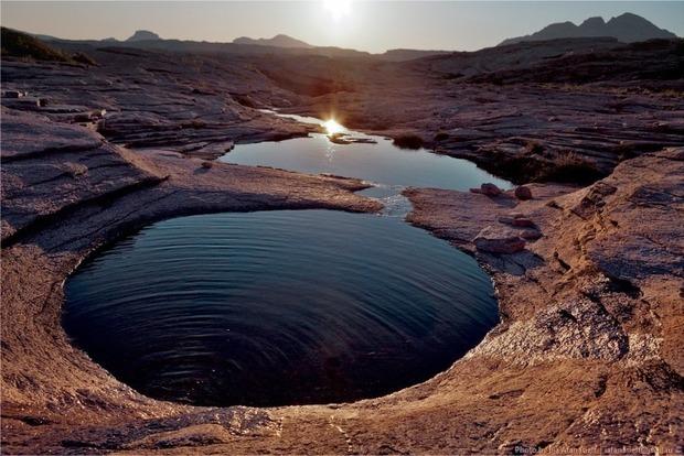 Ученые выяснили, как на Марсе появилась жидкая вода