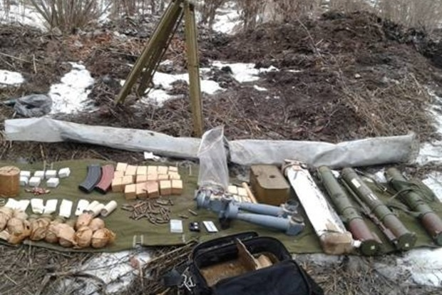 В районе АТО нашли еще два тайника с оружием и боеприпасами