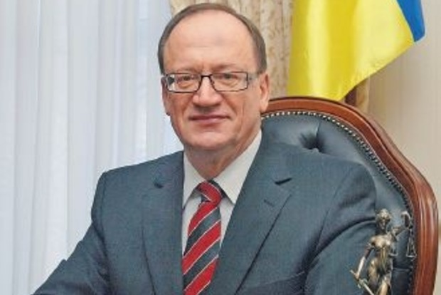Конституционный судья Пасенюк вернул должность через суд