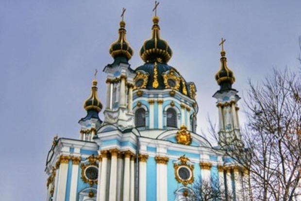 В Киеве забросали коктейлями Молотова Андреевскую церковь