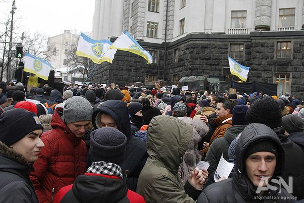 Как до Майдана: политический курс власти не поддерживает три четверти населения – опрос