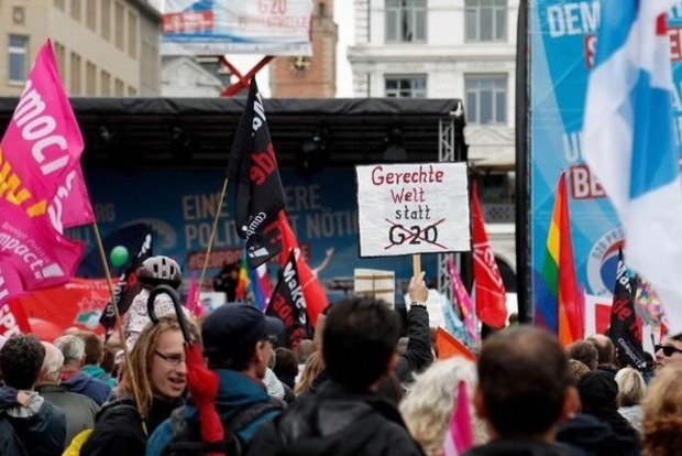 В Гамбурге напали на охрану отеля, в котором остановился Путин