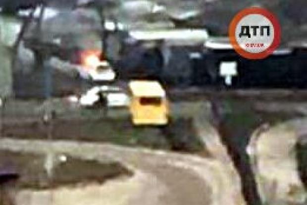 В Киеве полиция со стрельбой пыталась остановить вооруженного угонщика маршрутки, но так и не поймала его