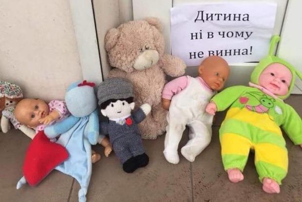 Відмова УПЦ МП відспівувати дитину: священик добив батьків новим випадом