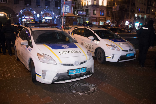 Не пускали копів на роботу. У центрі Києва сталося масове побоїще