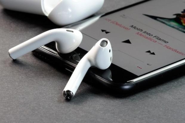 У американца взорвались беспроводные наушники Apple