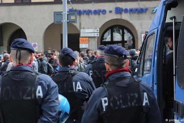 ФРГ и Австрия призывают Италию остановить поток беженцев