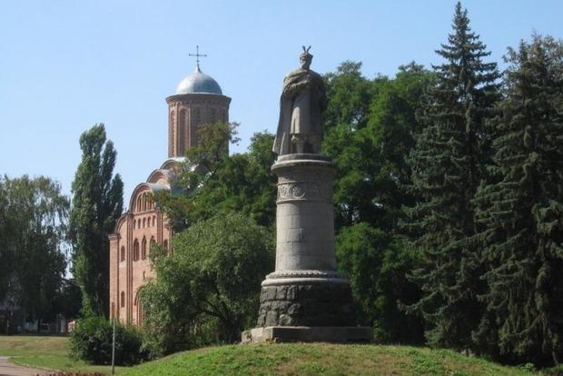 Памятник Богдану Хмельницкому в Чернигове развернут спиной к Москве