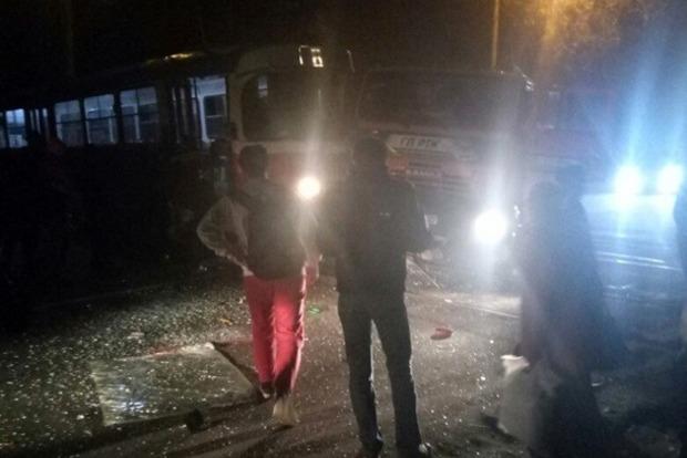 В Донецке бензовоз въехал в трамвай, пострадала женщина