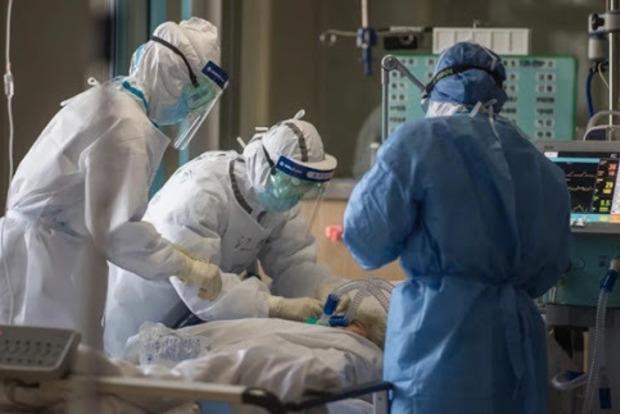 Зеленский: Украинские ученые начинают испытания препарата, спасающего от осложнений COVID-19