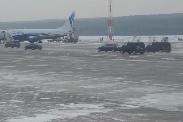Людей продержали на морозе в аэропорту из-за визита Путина в Красноярск
