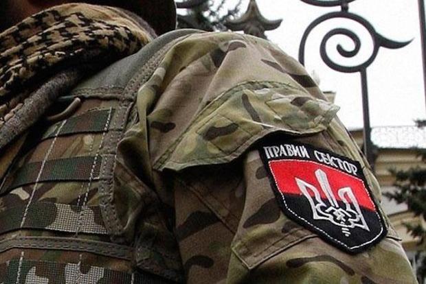 Суд заочно заключил под стражу трех россиян за связь