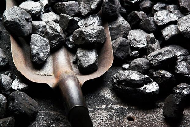 Порошенко предлагает конфисковывать уголь, добытый на оккупированном Донбассе