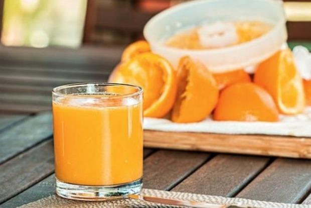 Апельсиновий сік захищає від небезпечного старечого захворювання