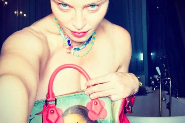 59-летняя Мадонна шокировала обнаженным снимком