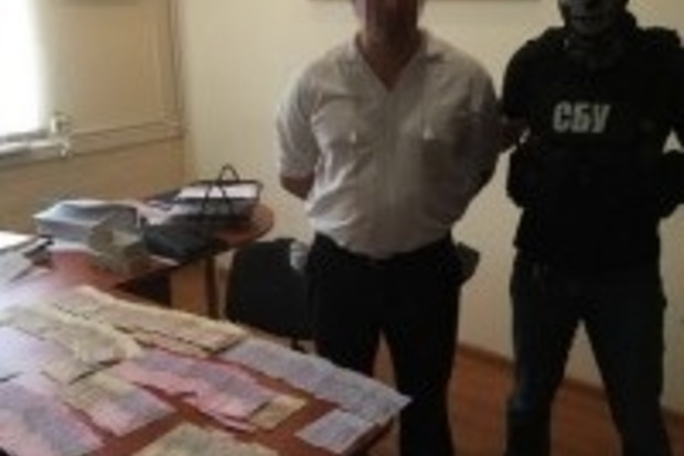 Чиновник из МВД вымогал у беременной женщины взятку