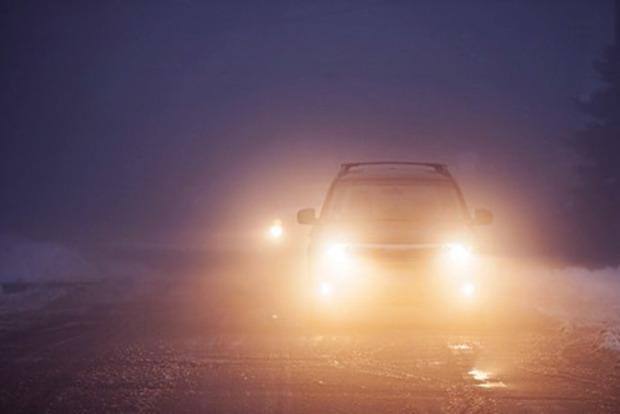 Где в Украине с 1 октября водители должны ездить с включенными фарами
