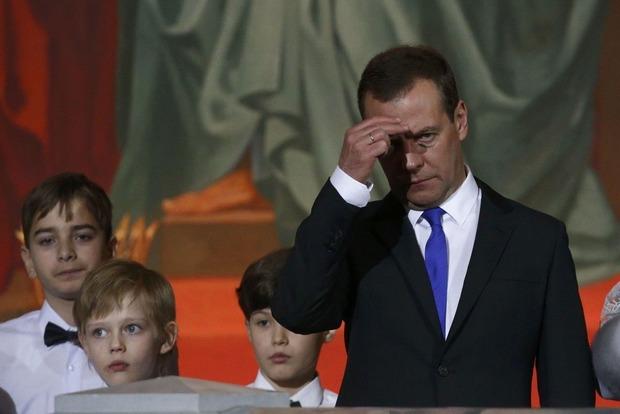 Медведев опять прилетел в оккупированный Крым