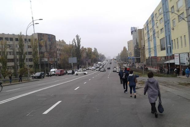 Жители отключенных от электричества домов-должников взяли в заложники микрорайон Киева