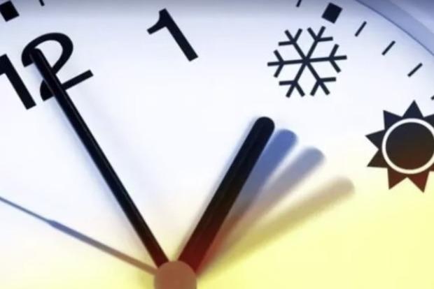 Украина хочет отказаться от сезонного перевода стрелок часов: детали