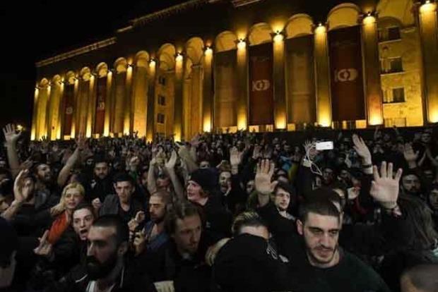 В Тбилиси рейд полиции против наркоторговцев закончился беспорядками