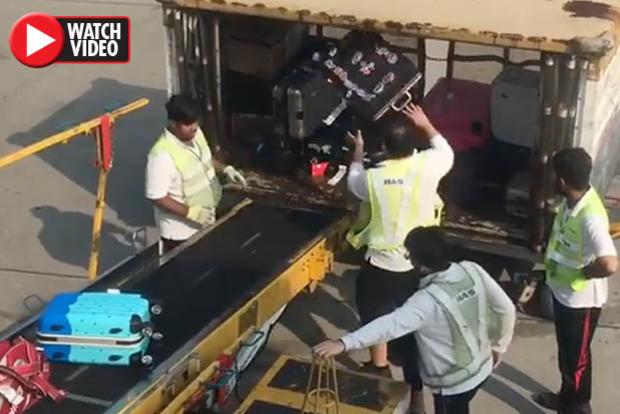 Швыряли как мусор. Пассажиры засняли скандальное видео с багажом в аэропорту