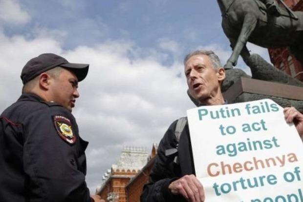 Возле Кремля задержали известного британского борца за права ЛГБТ