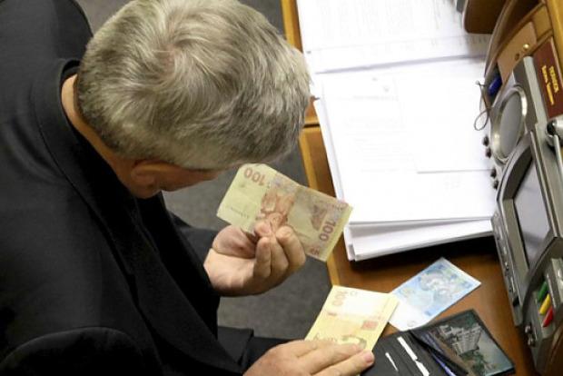 Депутати без обговорення підвищили собі зарплати