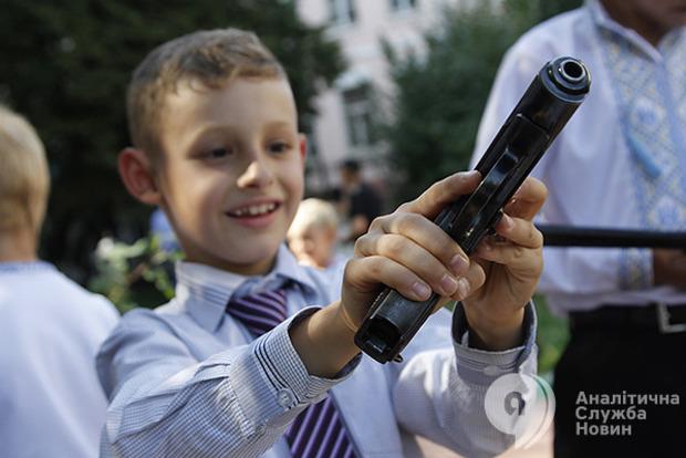 Детям тут не рады: в мире растет нетерпимость к детским истерикам