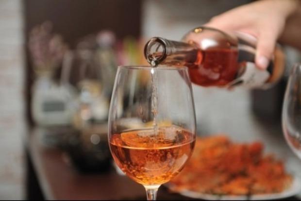 Где больше всего мрут от алкоголя. Названа страна-рекордсмен