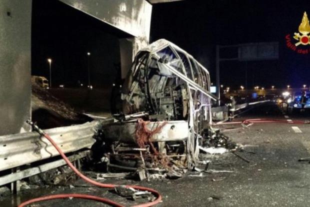 В Италии попал в ДТП и сгорел автобус с детьми, 16 жертв