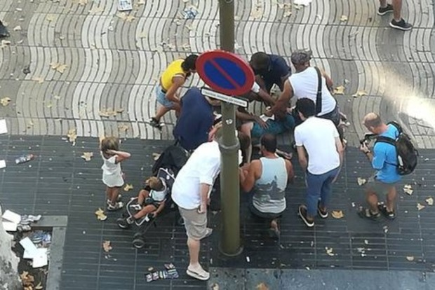 13 пешеходов погибли в центре Барселоны под колесами фургона