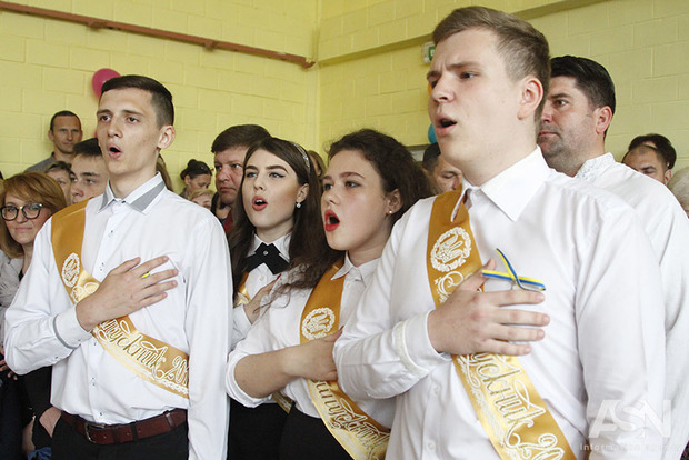 61% украинцев выступают заединственный государственный украинский язык— опрос