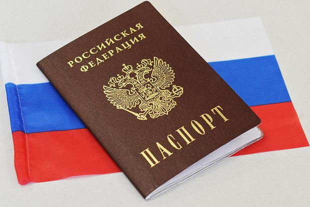 Окупанти почали відбирати російські паспорти у кримчан