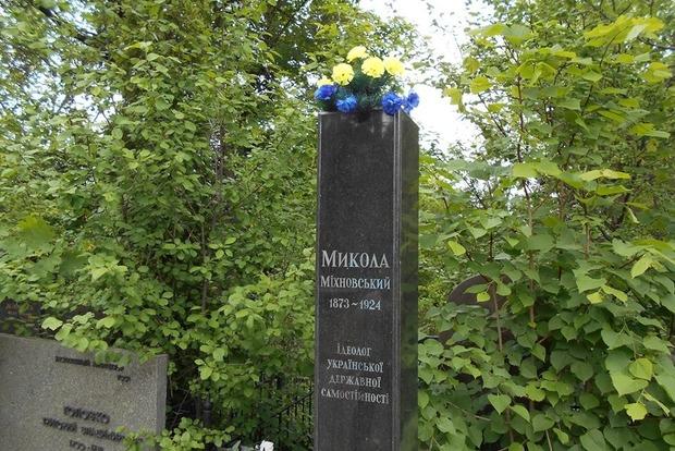 На кладбище в Киеве похитили бюст идеолога украинского национализма