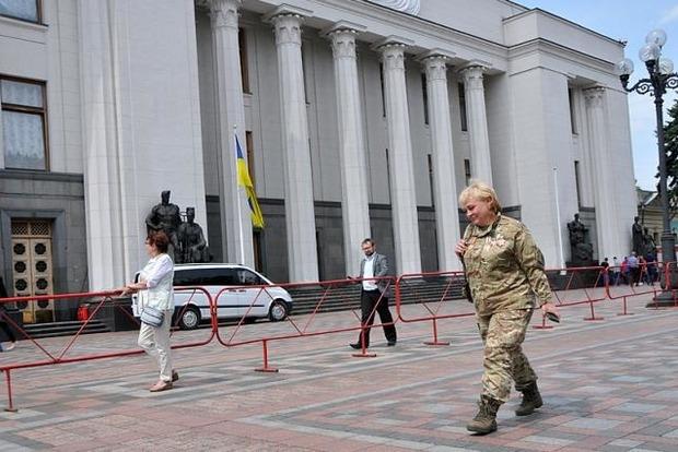 В Украине вступил в силу закон о равноправии мужчин и женщин в ВСУ