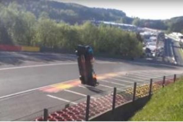 За час до финиша: Сногсшибательное видео аварии на гонке в Бельгии