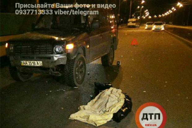 В Киеве внедорожник сбил девушку на Красном Хуторе