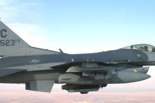 Истребитель НАТО пролетел рядом с самолетом министра обороны России